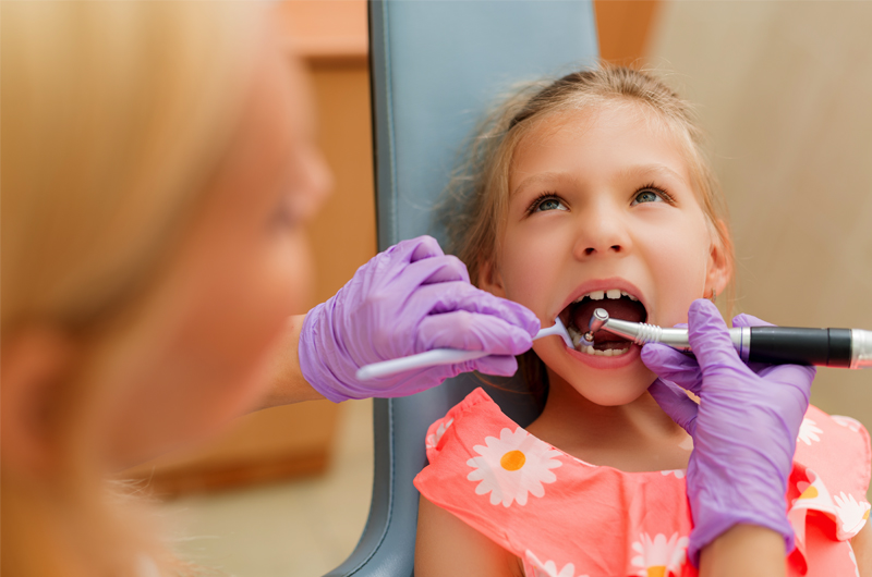 little-girl-at-the-dentist-P2TDNYV